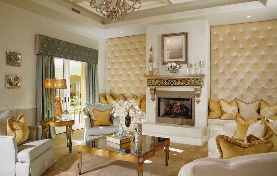 Phòng khách cổ điển tông màu vàng trắng